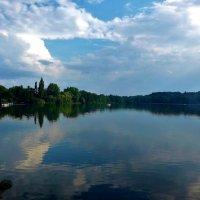 Летним днём на озере :: Nina Yudicheva