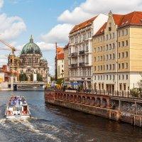 Река Шпрее. Вид на Берлинский кафедральный собор с моста Mühlendamm :: Вадим *