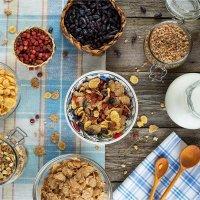 Завтрак с ягодами и мюслями :: Ирина Лепнёва