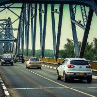 Мост через реку Урал, там за мостом уже Азия.... :: Александр Облещенко