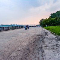 Набережная люди гуляют :: Света Кондрашова