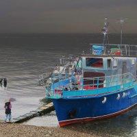 морская прогулка в дождливую погоду :: Татьяна Нижаде