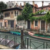 Просто улица и дом на канале в Венеции :: Николай Милоградский