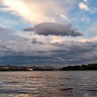 Над седой Днепра равниной гордо реет... :: Юрий Муханов
