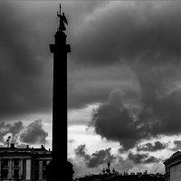Тучи над городом :: Александр