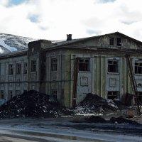 Старый город. Заброшенные дома. :: Сергей Карцев