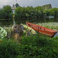 Лодки на реке Трубеж :: Сергей Цветков