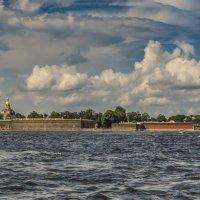 «У самых вод раскатистой Невы раскинулся гранитный вал с внушительною спицей ...» :: Valeriy Piterskiy