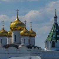 Купола Ипатьевского монастыря :: Сергей Цветков