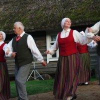 Танец 2 :: Юрий Бондер