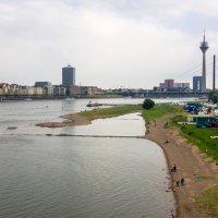 Альтштадт Дюссельдорф с левого берега Рейна :: Witalij Loewin