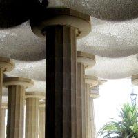 Барселона. Парк Гуэль архитектора Гауди. Колонный зал из ста колонн (фрагмент) :: татьяна