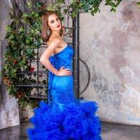 Девушка в синем платье. :: Александр Лейкум