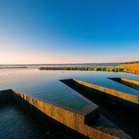 Дамба на озере :: Виктор
