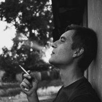 на сигарете :: Евгений