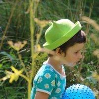 Девочка с мячиком. :: Eva Tisse