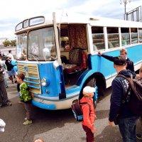 """парад ретро-автобусов в Москве """"ЛИАЗ 158"""" :: Денис Масленников"""