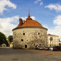 Круглая башня на рыночной площади. :: Нина Червякова