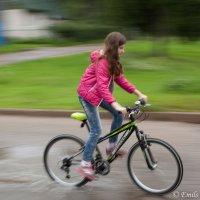 Девочка с велосипедом :: Эммль Buturlin