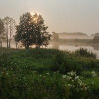 Рассвет на озере :: Валентин Котляров
