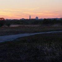 Вид на город с заливных лугов Десны. Вечер :: Дубовцев Евгений