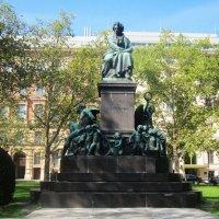 Вена. Памятник Бетховену :: татьяна