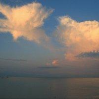 Был полный штиль, и море отдыхало, забыв про бури, волны, и ветра ... :: Евгений Юрков