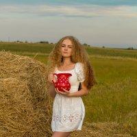 Девушка с кувшином. :: Ольга