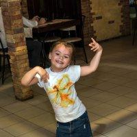 Девочка которая танцует_1 :: Оксана Сафонова