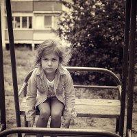 """""""Куда уходит детство, в какие города, И где найти нам средство, Чтоб вновь попасть туда...&quot :: Аннета /Анна/ Шу"""