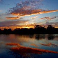 Восхитительно просто – закат над рекой!.. :: Ольга Русанова (olg-rusanowa2010)