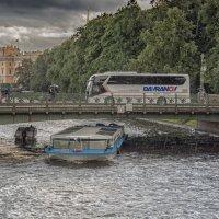 Мойка под дождем :: Valeriy Piterskiy