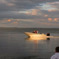 Морская прогулка, последние лучи солнца :: Анатолий Шулков