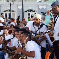 Сантьяго-де-Куба. Оркестр на главной площади :: Gal` ka