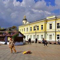Площадь у станции метро «Третьяковская» в Замоскворечье :: Денис Кораблёв