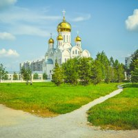 прекрасный вид на купола и растительность :: Света Кондрашова