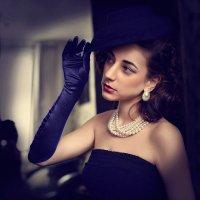 Девушка в синей шляпке. :: Elena Klimova