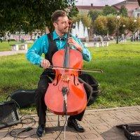 Городской музыкант. Скоро вечер... :: Сергей Щелкунов
