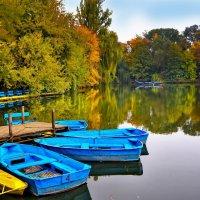 Озеро с лодками для катания в Софиевском заповеднике г.Умань :: Николай Михайленко