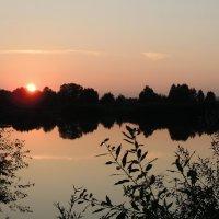 Ночь на озере :: Ольга Тумбаева