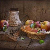 С яблоками :: Evgeniy Belkov