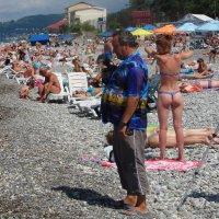 """""""Пляжный фотограф, или На берегу так оживлённо, людно..."""" :: Михаил Битёв"""