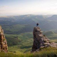 Скалолазка на Большом Бермамыте. Высота более 2500 м. :: Vladimir 070549