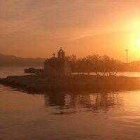 Церковь на воде.Остров Наксос. :: Оля Богданович