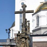 Памятник царской семье(фрагмент Храма-на-крови) :: Евгений Дубинский
