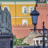 Москва. Памятник Гермогену в Александровском саду. :: В и т а л и й .... Л а б з о'в