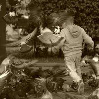 мальчик и голуби 2 :: Evgen Polyakov