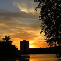 Тихий летний вечер на городском пруду :: Андрей Лукьянов