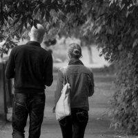Любовь Это- пргулки тенистыми тропинками :: Михаил Даниловцев