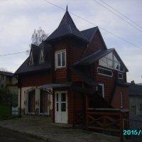 Торговое   здание   в   Ворохте :: Андрей  Васильевич Коляскин